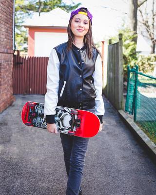 Cecilia & Skateboard